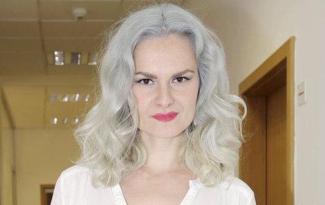 Iva Pazderková promluvila o šílené panice, kterou zažívala ve výtahu na scénu.