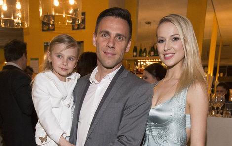 Roman Vojtek s přítelkyní a dcerou.