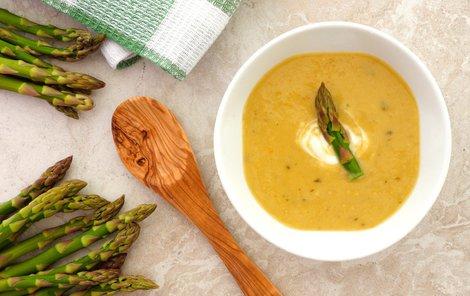 Chřestová polévka vás zahřeje.