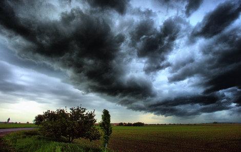 Do Česka dorazí bouřky a kroupy.