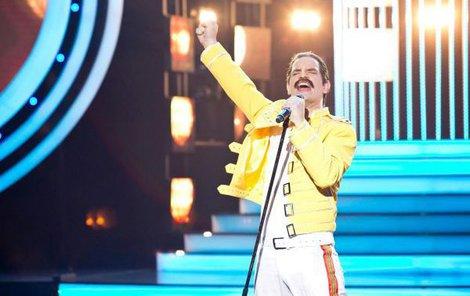 David Kraus jako Freddie Mercury.