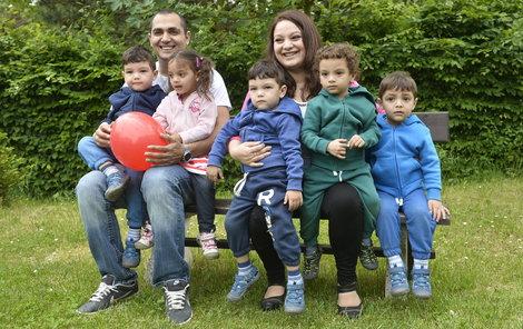 Paterčata jsou raubíři, rodina hledá dobrovolnici na výpomoc.