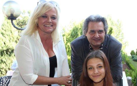 Po dlouhé době se sešli všichni tři: matka Markéta Mayerová, dcera Agáta Bourová a otec Slávek Boura.