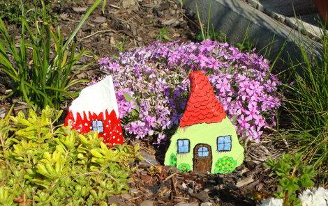 Roztomilé domečky umístěte na skalku.