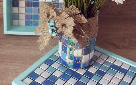 Mozaikou ozdobíte vázu i podložku.