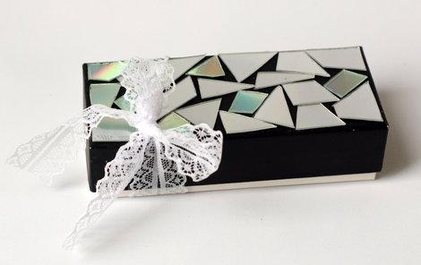 Krabička poslouží jako obal na dárek nebo jako nádoba na poklady.