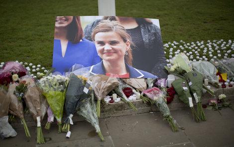 Británie oplakává poslankyni Jo Cox.