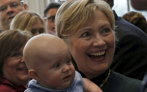 Hilalry se s cizími dětmi ráda fotí během kampaní.