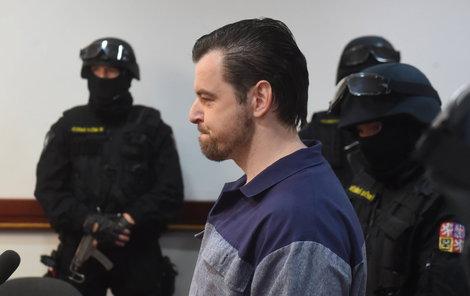 Petr Kramný přišel k soudu ve vězeňském mundúru.