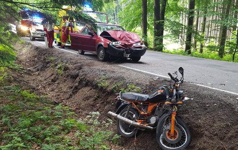 Auto dopadlo po nehodě hůř než motorka.