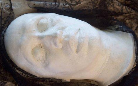 Posmrtná maska Karla Čapka sejmutá hodinu po spisovatelově smrti.