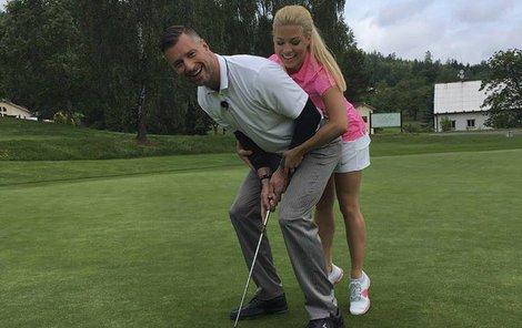 Na golfu to oba moderátoři pořádně roztočili!
