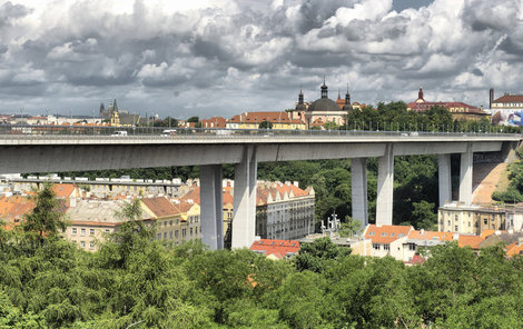 Stavba století. Ale také most sebevrahů!