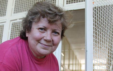 Paní Věra musí školu připravit na září, až se děti vrátí zpátky do lavic.