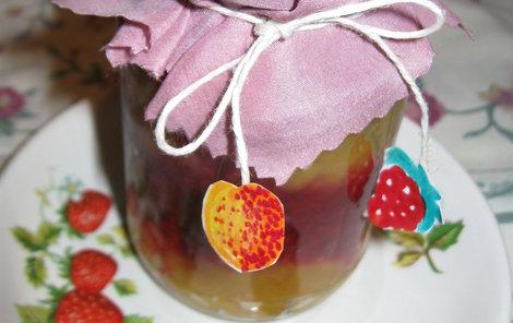 Dvoubarevná marmeláda vypadá dobře i ve skleničce.