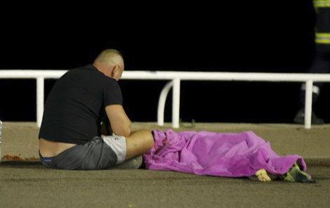 Masakr v Nice si vyžádal přes 80 obětí!
