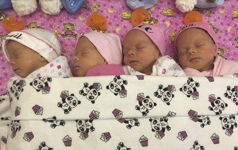 Zleva Abigail, Emily, Grace a McKayla.