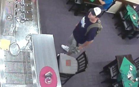 Policie hledá tohoto mladíka. Poznáváte ho?