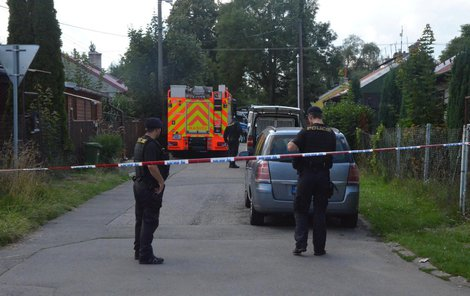 Policisté u místa činu.