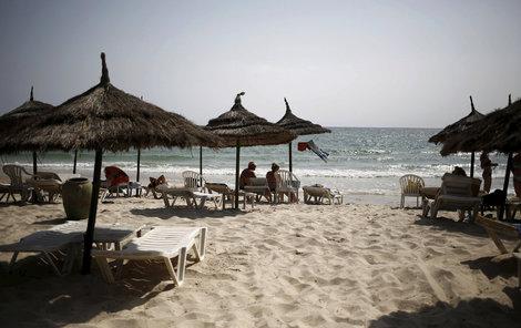 Pláže v některých kdysi oblíbených letoviscích v Egyptě a Tunisku zejí prázdnotou. Turisté se sem bojí.