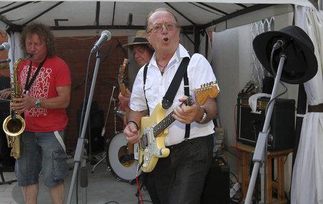 Petr Janda hrál se svou kapelou jako o život.