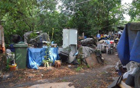 Na pozemku Zdeňka K. se válely haldy odpadků.