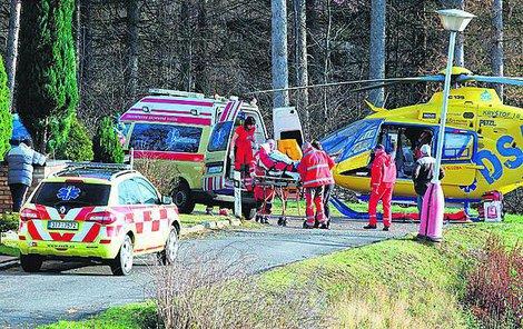 Na dětském táboře zasahovali záchranáři v sanitce i vrtulníku.