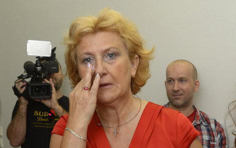 Po odchodu z jednací síně si Věra Marešová ještě utírala slzy.