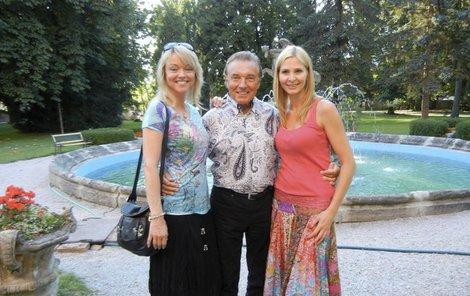Karel, jeho dcera Dominika (43) a Slavíkova manželka Ivana (40) na výletě.