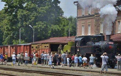 Takhle vypadá Legiovlak, který včera zastavil na Masarykově nádraží v Praze.