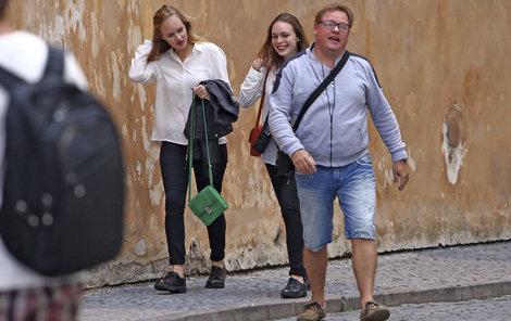 PRAHA-STARÉ MĚSTO, PONDĚLÍ 18:21 Václav Kopta s dcerou Františkou vyrazili na Pražský hrad.