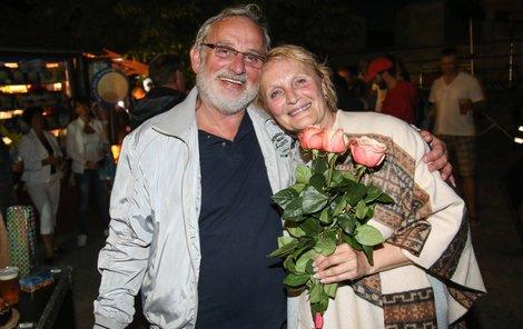 Mejzlíkovi bylo 7. července 65 let a Rázlové 16. července o čtyři roky víc.