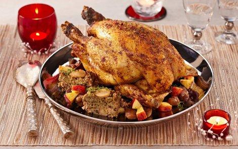 Kuře s ořechovou nádivkou zachutná i dětem.