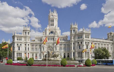 Královský palác je dominantou Madridu.