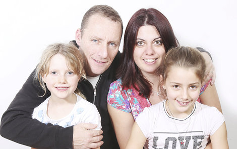 Dominika s manželem a dcerami.