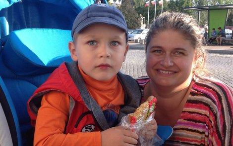Bedříšek s maminkou Jaroslavou před operací.