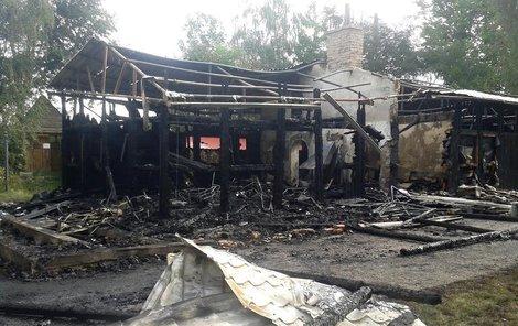 Celá budova lehla popelem.
