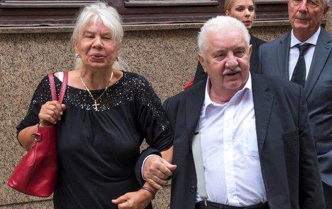 Přes chatrné zdraví přišel Labuda v doprovodu své ženy na pohřeb kamarádovi.