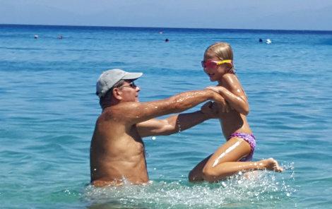 Dovádění ve vodě, anebo přehlídka kdysi neviditelného bicepsu a tricepsu?