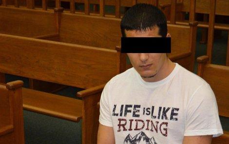 Daniel F. včera před soudem.