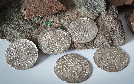 Mince jsou nepoškozené. Ukryty byly zřejmě hned po ražbě.