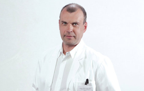 Petr Rychlý zachraňuje životy nejen v Ordinaci.