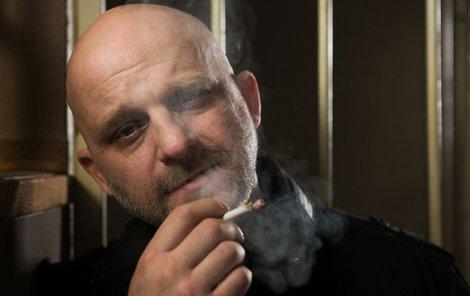 Hynek Čermák jako svérázný detektiv Kuneš.