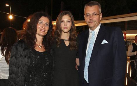 Vítězka Jana Tvrdíková se svými rodiči.