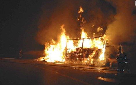 Požár způsobil škody ve výši zhruba 800 tisíc korun.