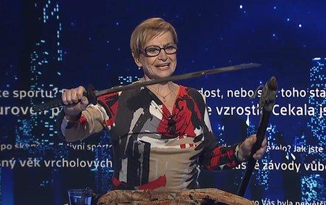 Věra Čáslavská vytahovala meč jen výjimečně. V únoru ho přinesla ukázat do televize.
