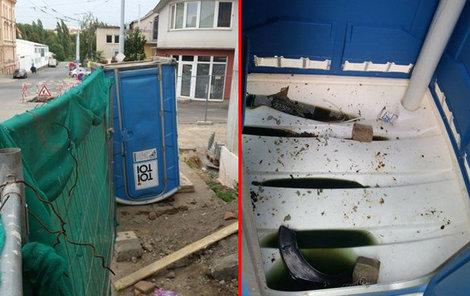 Zloděj se ukryl v kadibudce před pronásledovateli. Ti mobilní WC převrátili vzhůru nohama.