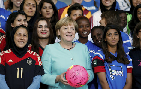 Otevřela náruč uprchlíkům...