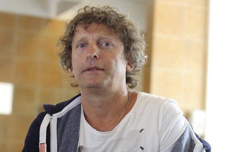 David Prachař alias Béda začal krást v nových dílech seriálu Ohnivý kuře peníze.