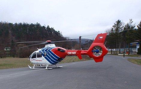 Batole bylo transportováno do nemocnice.
